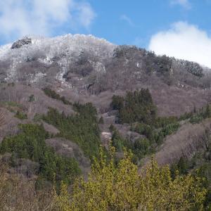 4月14日 山の上に雪