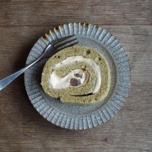 緑茶ロールケーキ