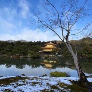 【金閣寺】小雪が舞った金閣寺の様子