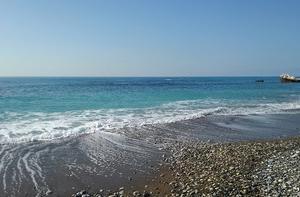キプロス紀行 ~ ペトラ・トゥ・ロミウの美しい海の色。