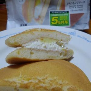 セブンイレブンの「 パンケーキ レモン&レアチーズ 」。