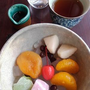 「 茶房 中野屋 」の「 みつまめ 」と「 ホットコーヒー 」。