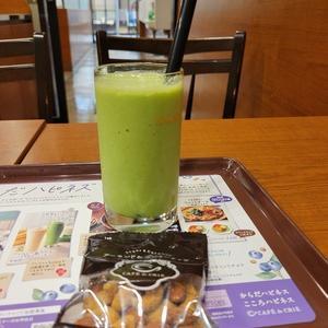 カフェ・ド・クリエの「 小松菜&バナナのソイスムージー 」。