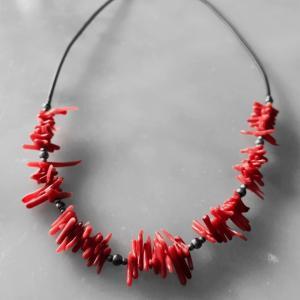 サルデニアの赤い珊瑚のネックレス