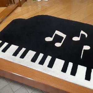 ピアノの形の玄関マット