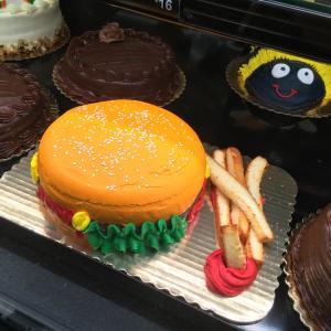 ハンバーガーケーキ アメリカのスーパーベーカリー