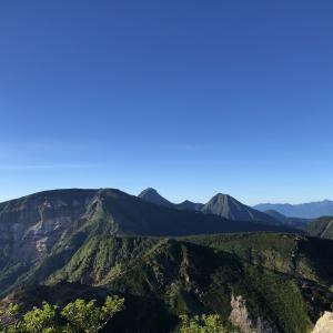 夏の八ヶ岳テントを背負いハイキング