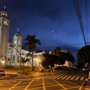ブラジルの夜の怪しい雲の下で散歩 ファビアのデンギ熱(デング熱)について