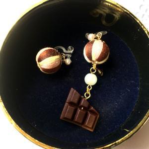 【手芸全般】チョコレートの巻き玉イヤリング
