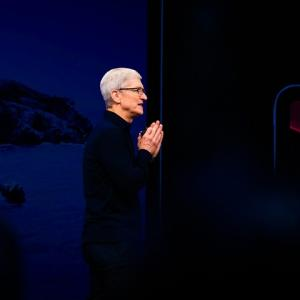 Apple、香港警察追跡アプリを削除 「中国政府の意向汲んでいる」と米議員らがクックCEOを非難