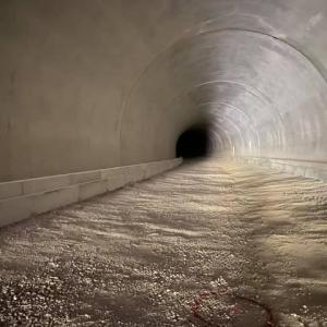 iPhone Pro 11 で真っ暗なトンネルのなかを撮影してみた件