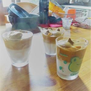 4男とダルゴナコーヒー。