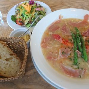 メルシー食堂キャトルのランチはソーセージと白いんげんのスープ