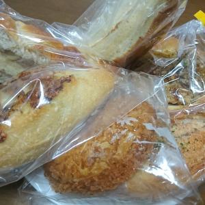 パンドールの唐揚げパンはハニーマスタードの味がする