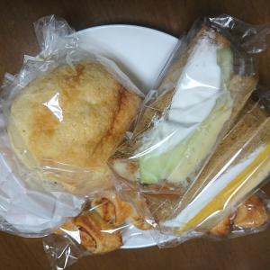パンドールで生クリームとマンゴーの黒糖パンフルーツサンド