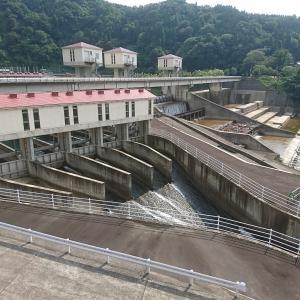 富山の水田を潤す常東・常西合口用水に水を取り入れる横江頭首工