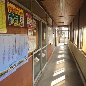 大泉駅から電車に乗って稲荷町で降りた