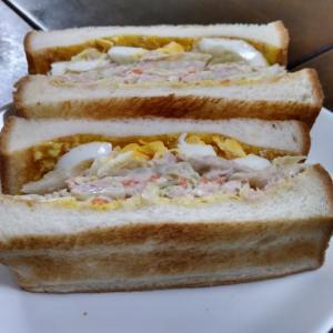 ツナサラダと玉子のトーストサンドイッチ