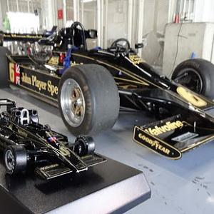 ブラック&ゴールドのJPSカラー ロータス78 & ロータス88 鈴鹿サウンド・オブ・エンジン