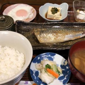 四季(サバの味噌煮、目玉焼き)