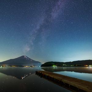 山中湖からの富士山と月・星空