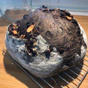 我が家の定番、ブラックココアのパン