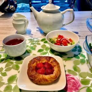 朝からディニッシュの甘い朝食