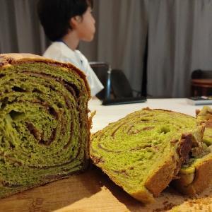 撮影用の食パンを食べつくされた日