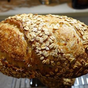 シンプルでリーンなライ麦とオートミールのパン