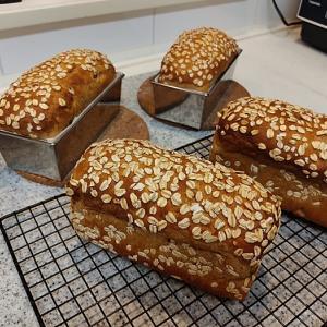 全粒粉100%のマカダミアナッツ入り食パン