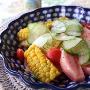 桃とトウモロコシ、プチトマトとキュウリのサラダ