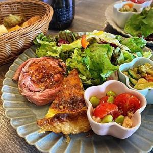 ベーカリーカフェ ラルジュでパン食べ放題ランチ   (名古屋市天白区)