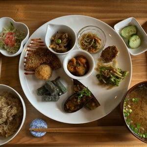 なずな Lunch&Cafe『野菜ごはん』で勝負メシ