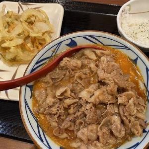 丸亀製麺×TOKIOのトマたまカレーうどんが鼻腔を刺激する