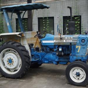 農作旧車。ビンテージ3気筒のFORD4100発見。