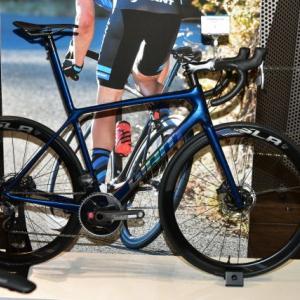 GIANT 2020 展示会 TCR 軽量なロードバイク