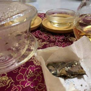 雲南省からお茶が届く忙肺古樹生茶