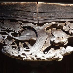 ヤマネコの彫り物