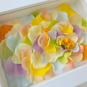 プリザーブドローズの花びらアート