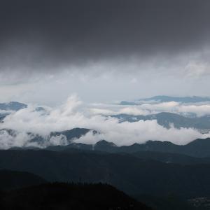 上田市 美ヶ原の雲海と雨雲