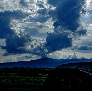 比叡山に巨大な入道雲
