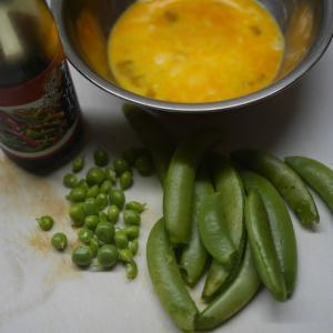 スナップエンドウと卵の炒め物