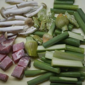 にんにくの茎と焼豚の炒め物