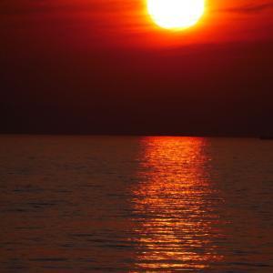 夕焼けを観たく近くの港へ