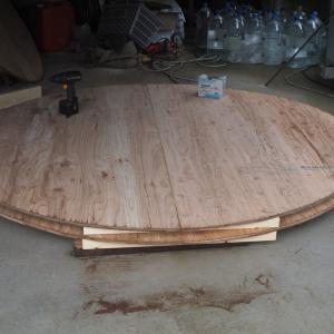 直径1.8mの丸パネル4枚作り、ほぼ完成