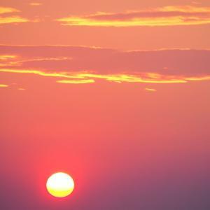 きのうの夕方、西の空を見ると太陽の周りに雲がない