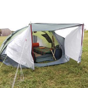 大型ポップアップテントでキャンプ