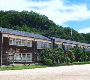 鹿沼市 旧粟野中学校の木造校舎がすばらしい