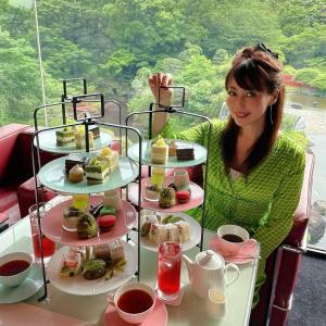 ☆美しい新緑を眺めながら、抹茶、メロン、チョコレートのアフタヌーンティー☆