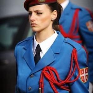 男女ともに強制的な自衛隊体験入隊により自己犠牲の精神をはぐくむ